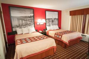 A bed or beds in a room at Super 8 by Wyndham Old Saybrook