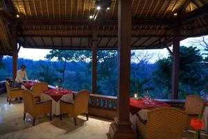 A restaurant or other place to eat at Pita Maha Resort & Spa
