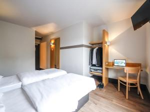 A bed or beds in a room at B&B Hôtel Nantes Centre
