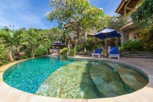 The swimming pool at or near Blue Moon Villas Resort