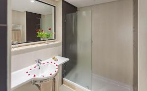 Een badkamer bij Seabel Alhambra Beach Golf & Spa