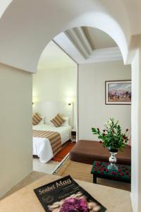 Een bed of bedden in een kamer bij Seabel Alhambra Beach Golf & Spa