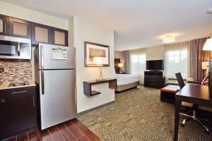 A kitchen or kitchenette at Staybridge Suites Austin South Interstate Hwy 35, an IHG Hotel