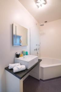 A bathroom at Hotel Ravel Hilversum