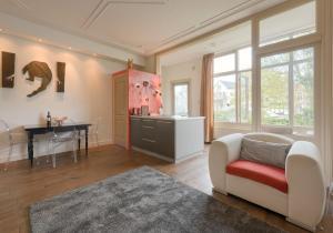 Een zitgedeelte bij Short stay Appartement Dependance Rotterdam