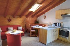 Küche/Küchenzeile in der Unterkunft Landhaus Haid Fewo Alpenrose
