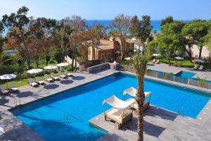 The swimming pool at or near Vincci Selección Estrella del Mar