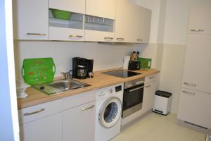 Küche/Küchenzeile in der Unterkunft App. Dünenblick, Haus Loreley