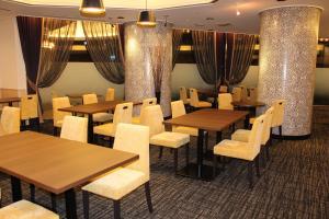A restaurant or other place to eat at Shin Osaka Washington Hotel Plaza