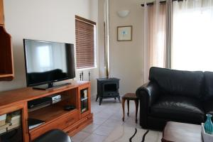 A television and/or entertainment center at Baywatch Paternoster - The Penthouse