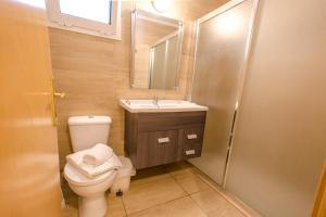 Ванная комната в Frixos Hotel