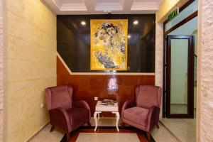 A seating area at Apart Hotel MX