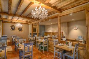 Een restaurant of ander eetgelegenheid bij Hotel Biskajer Adults Only
