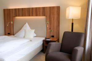 A bed or beds in a room at Ringhotel Katharinen Hof