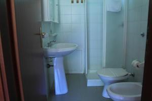 A bathroom at Ostello Su Mannau