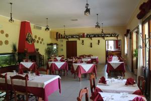 A restaurant or other place to eat at Ostello Su Mannau