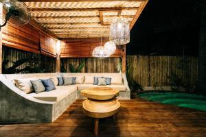 Coin salon dans l'établissement Majo Private Villas