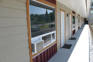 A balcony or terrace at Redford Motel