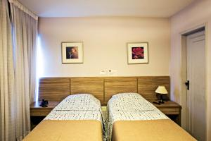A bed or beds in a room at Gallant Hotel