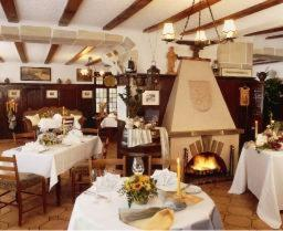 A restaurant or other place to eat at ANKER Hotel-Restaurant