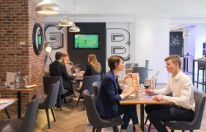 Restaurant ou autre lieu de restauration dans l'établissement Novotel Grenoble Centre