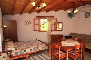 A bed or beds in a room at Villa Katina Apartments