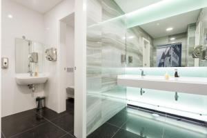 Een badkamer bij Hotel Capital