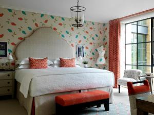 A bed or beds in a room at Ham Yard Hotel, Firmdale Hotels