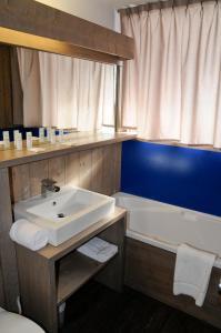 Salle de bains dans l'établissement Hôtel Arcadien