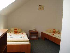 Postel nebo postele na pokoji v ubytování Restaurace a Penzion Česká Hospoda