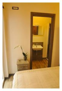A bathroom at Bed & Books il Campanile