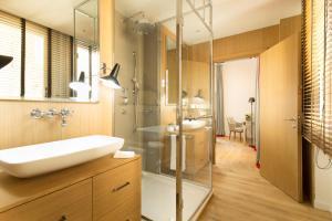 A bathroom at Hotel Lungarno - Lungarno Collection