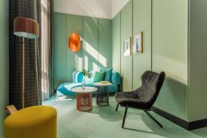 A seating area at Room Mate Giulia