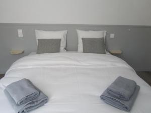 Un ou plusieurs lits dans un hébergement de l'établissement Hôtel Restaurant le Saint Marc