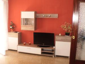Una televisión o centro de entretenimiento en Apartamento Cardenal Cisneros