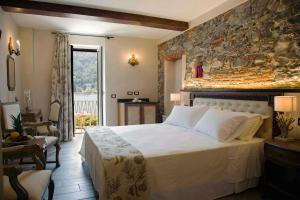 A bed or beds in a room at Boutique Hotel Elvezia