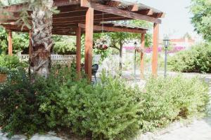 Jardín al aire libre en Apartamentos Casa Torres - Adults Only