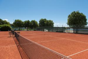 Tennis and/or squash facilities at Villas Rubin Resort or nearby