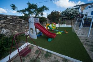 Ο χώρος παιχνιδιού για παιδιά στο Porto Vlastos