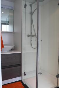 A bathroom at Drabstraat 2 Apartment
