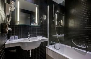 Een badkamer bij Dutch Design Hotel Artemis