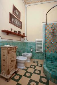A bathroom at B&B Flora House