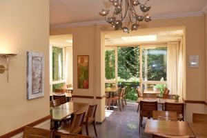 Een restaurant of ander eetgelegenheid bij Prinsenhotel