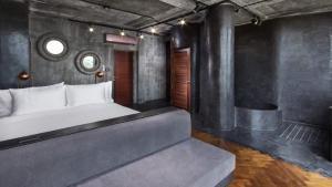 En eller flere senge i et værelse på Charming Fox Samui