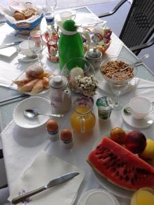 Завтрак для гостей Pansion Ivan & Ivana