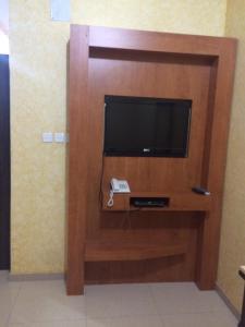 Uma TV ou centro de entretenimento em Rahati ApartHotel