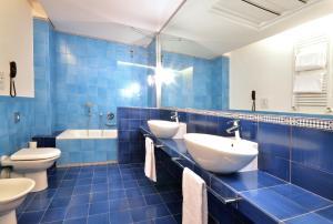 A bathroom at Palazzo Esedra