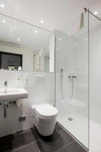 Een badkamer bij FourSide Trier