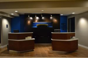 The lobby or reception area at Courtyard Cape Cod Hyannis