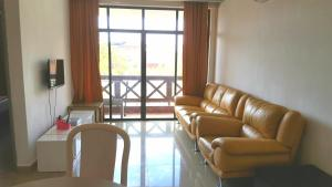 A seating area at Mahkota Hotel Melaka Private 2bedroom apartment
